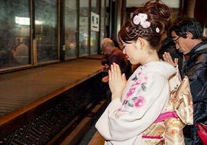 Gassho (Praying hands) at the Daihondo Hall
