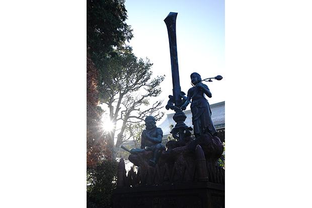 不動明王の持つ利剣と両童子